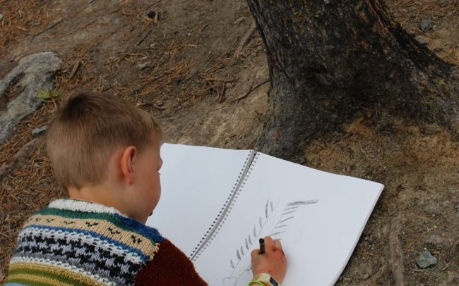 Initiation au dessin d'observation en plein air.